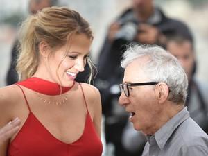 Blake Lively e o diretor Woody Allen no Festival de Cannes (Foto: Alberto Pizzoli / AFP)