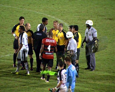 Atuação do árbitro Thiago Duarte Peixoto foi criticada pelos jogadores do Comercial (Foto: Reprodução/EPTV)