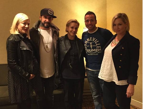 O encontro entre o elenco de 'Barrados no Baile' e dois Backstreet Boys (Foto: Instagram)