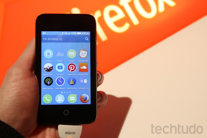 Alcatel OneTouch Pixi, smartphone de entrada com Firefox OS no MWC 2015 (Foto: Fabricio Vitorino / TechTudo)