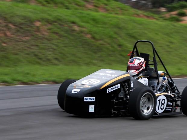 Carro desenvolvido por alunos da UnB para simulação da Fórmula 1 (Foto: Faculdade de Tecnologia da Universidade de Brasília/Divulgação)