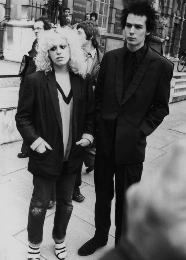 O baixista punk do Sex Pistols morreu em 1979 após uma overdose de heroína. A pessoa responsável pela venda da droga? Era a mãe do músico. (Foto: Getty Images)