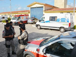 Polícia Militar foi chamada para controlar tumulto após captura de fugitivos do PB1, em João Pessoa (Foto: Walter Paparazzo/G1)