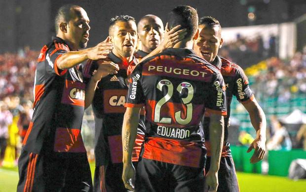 Flamengo comemora gol contra o Figueirense (Foto: Thiago Pedro / Agência estado)