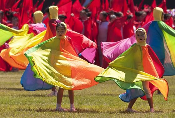 Realizada em julho, o festival do Naadam é marcado por danças folclóricas e competições esportivas  (Foto:  Haroldo Castro)