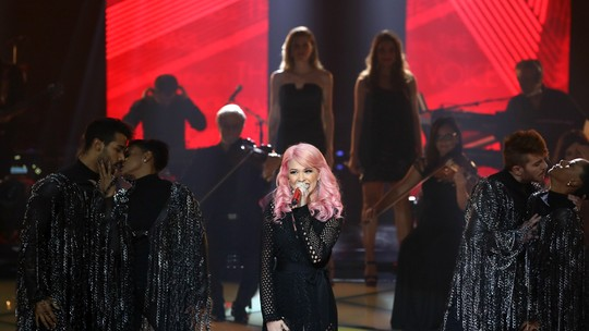 Nikki canta Miley Cyrus e internet vem abaixo: 'Destruidora'