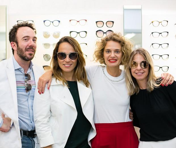 André do Val, Marina Caruso, Ucha Meirelles e Mariana Seta (gerente de marcas de luxo da Luxottica): reunidos para falar sobre as novas coleções de óculos Prada e D&G (Foto: Ronaldy Fraga)
