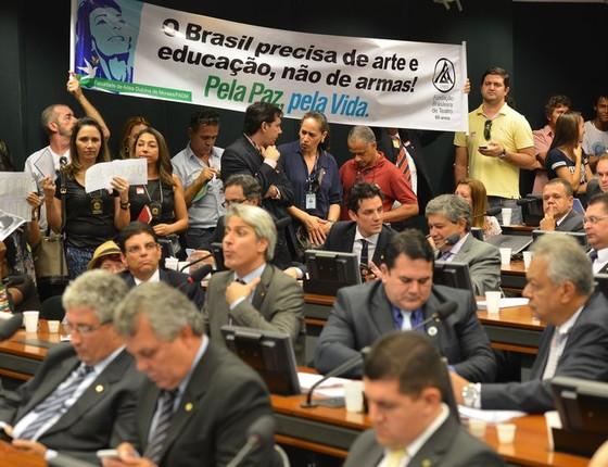 Comissão aprova alterações como a facilitação na faixa etária para comprar armas (Foto: Brasília/DF)