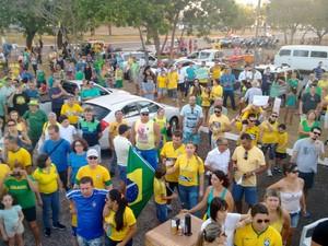 Manifestantes se reuniram na Praça dos Girassóis, em Palmas (Foto: Gabriela Lago/G1)