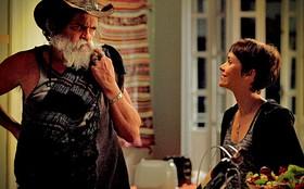 Nina compra silêncio de Nilo e o convida para dormir em seu quarto