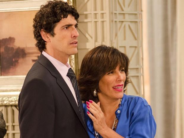 Nando e Roberta ficam chocados (Foto: Guerra dos Sexos / TV Globo)