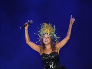 Daniela Mercury usa cocá do Bicho Terra em show na Praça Deodoro (Foto: Biaman Prado/O Estado)