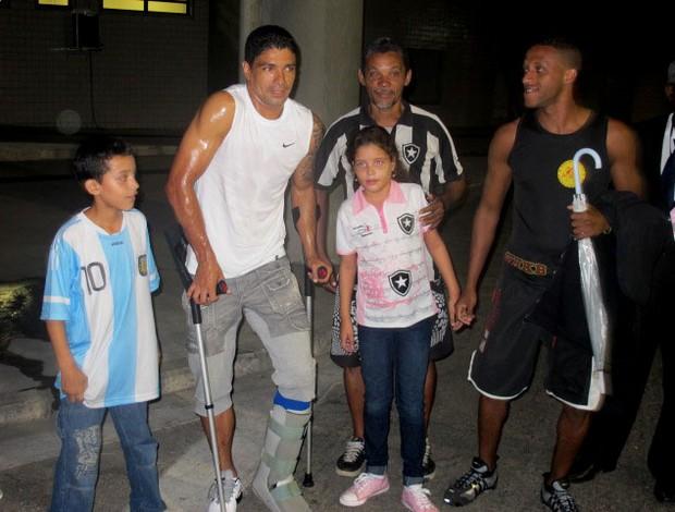 Renato sofre tor o no tornozelo sai imobilizado e j for Renato portaluppi e casado