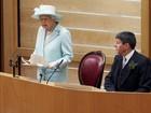 Na Escócia, rainha Elizabeth diz que manter a calma pode ser difícil