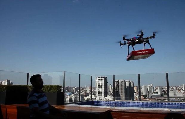 Pizzaria de Santo André (SP) testa entrega com drones. (Foto: Reprodução/YouTube)