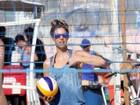Sorridente, Fernanda Lima curte praia em dia de sol quente e faz alegria de fãs