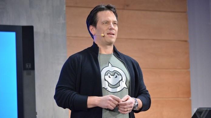 Phil Spencer vestindo camiseta com o símbolo dos sapos marombados (Foto: Reprodução/TheVerge)
