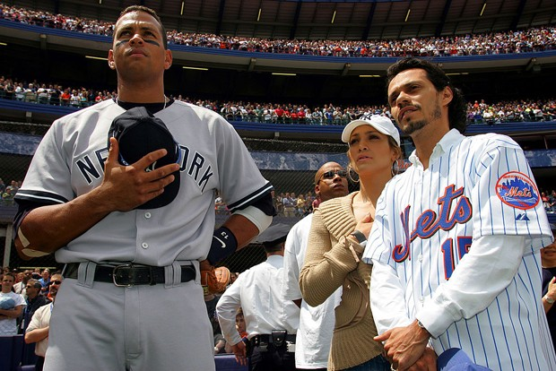 Alex Rodriguez com Jennifer Lopez e Mark Anthony antes de jogo em 2005 (Foto: Getty Images)