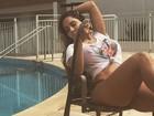 Mulher Melão aparece de camiseta molhada e sem sutiã
