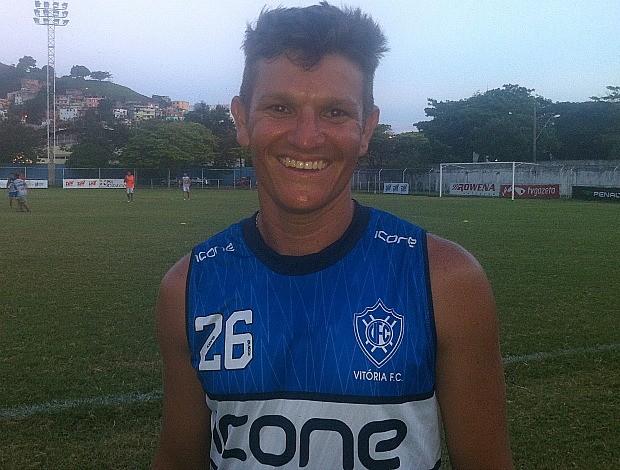 Gustavinho, meia do Vitória-ES (Foto: Bruno Marques/Globoesporte.com)