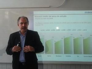 Mecadante fala sobre a taxa de analfabetismo (Foto: Michelle Mendes/ G1)