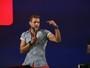 Israel Novaes revela rotina de cuidados e dica culinária para ter energia nos palcos