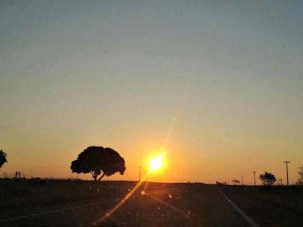 Pôr do sol ocorreu após chuva na manhã desta quinta-feira (18) (Foto: Mauro Almeida / TV Morena)