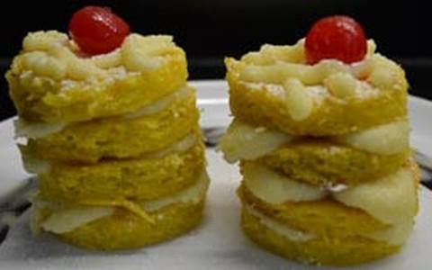 Mini naked cake com bolo de milho e recheio de brigadeiro branco
