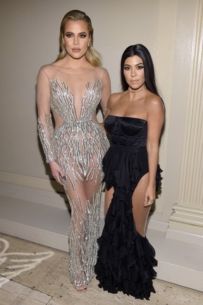 Khloe Kardashian e Kourtney Kardashian em evento em Nova York, nos Estados Unidos (Foto: Dimitrios Kambouris/ Getty Images/ AFP)