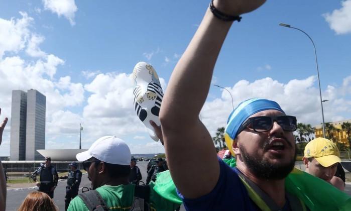 Manifestantes já ocupam a Esplanada dos Ministérios, em Brasília  Leia mais sobre esse assunto em http://oglobo.globo.com/brasil/manifestacoes-contra-a-favor-do-impeachment-se-espalham-pelo-pais-19106641#ixzz466A8zR8T  © 1996 - 2016. Todos direitos reservados a Infoglobo Comunicação e Participações S.A. Este material não pode ser publicado, transmitido por broadcast, reescrito ou redistribuído sem autorização.