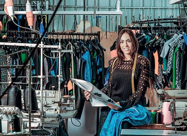 Tainah, filha do empresário, agora cria as estampas: os itens femininos subiram de 30% para 40% das vendas em dois anos (Foto: Caio Cezar)