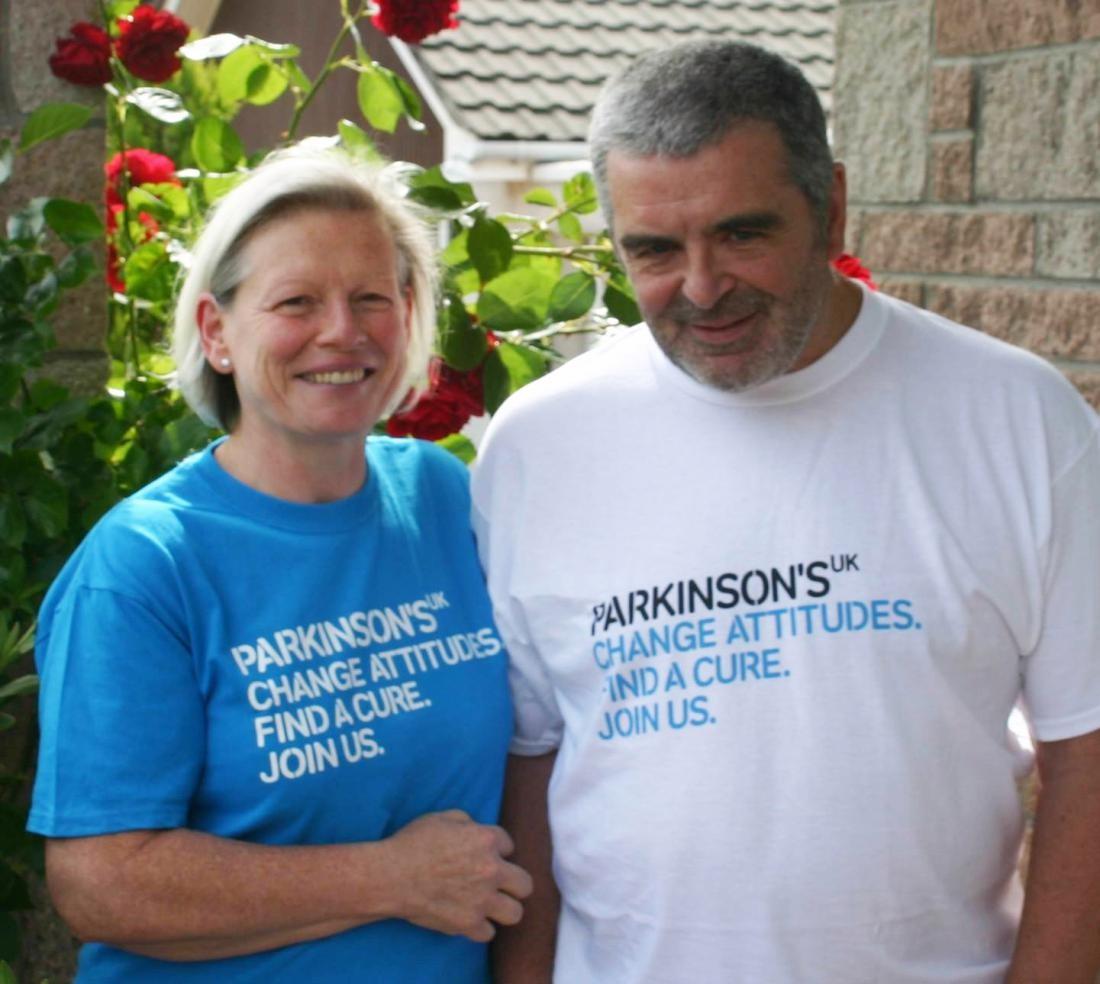 Mulher que sente cheiro do Mal de Parkinson vai colaborar com pesquisa sobre a doença