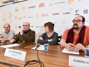 João Pedro Till Rubens Ewald Filho Marcos Santuario Eva Piwowarski coletiva gramado rs (Foto: Cleiton Thiele/Pressphoto)