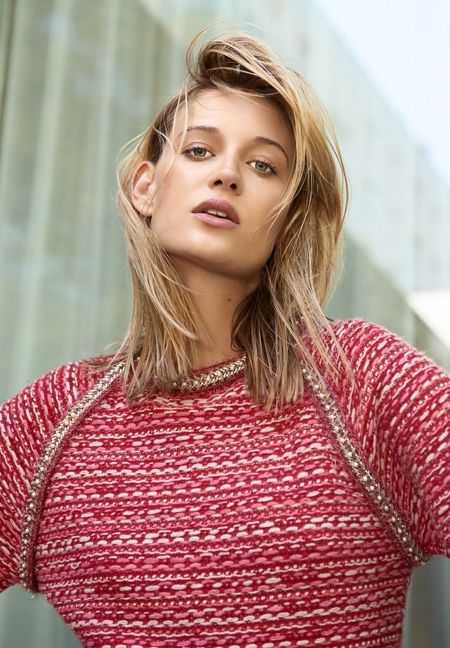Suéter, Chanel. (Foto: Tobias Wirth)
