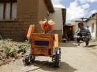 Jovem boliviano constrói réplica do robô Wall-E