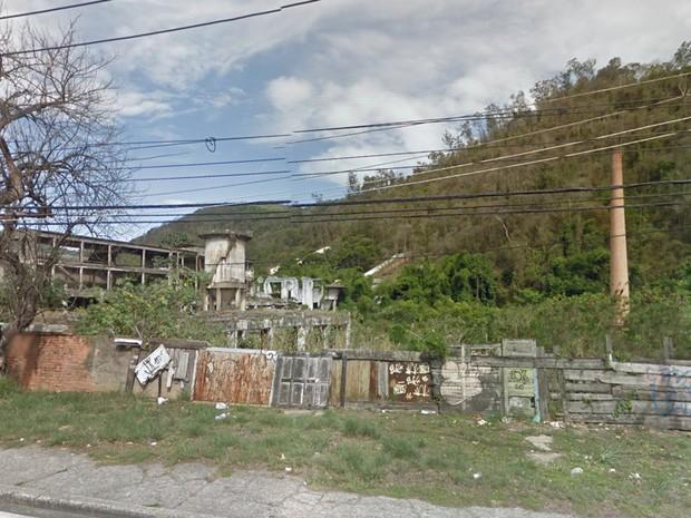 As ruínas da antiga Fábrica de Papel Tijuca (Foto: Reprodução/Google Street View)