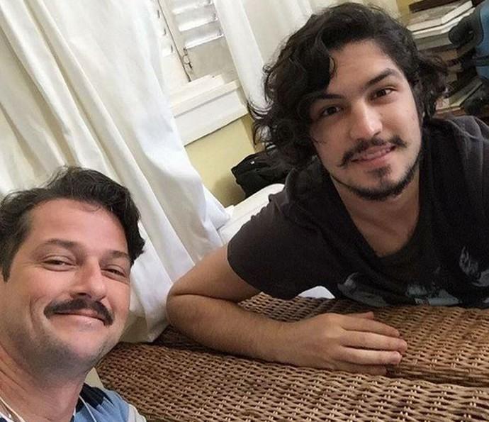 Em 'Velho Chico', Marcelo Serrado vive o pai de criação de Miguel, personagem de Gabriel Leone (Foto: Arquivo Pessoal)