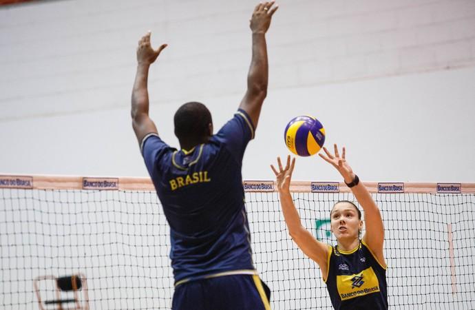 Roberta seleção brasileira vôlei São José dos Pinhais (Foto: Divulgação/CBV)