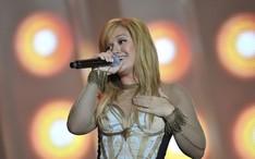 Fotos, vídeos e notícias de Kelly Clarkson