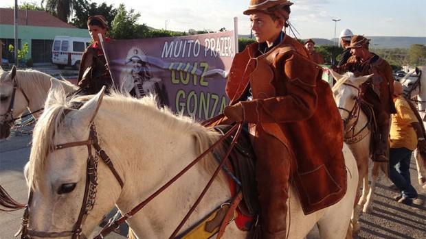 Vaqueiros celebram Luiz Gonzaga com missa cavalgada em Exu (Luna Markman/G1)