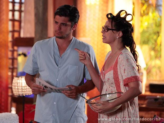 Em sonho, Juliano fica revoltado quando a filha chega em casa com namorado (Foto: Flor do Caribe / TV Globo)