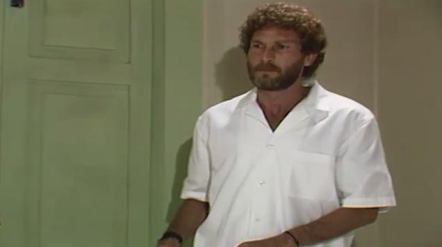 Vitor vai ao hospital e desliga os aparelhos de Cludia (Foto: Reproduo/viva)