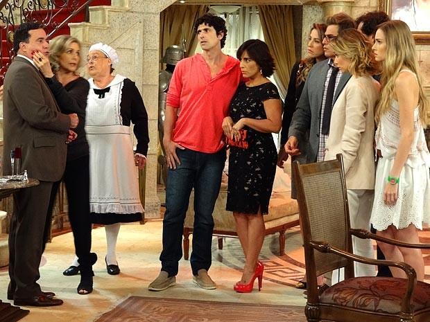 Charlô mostra que o português é igual a Otávio (Foto: Guerra dos Sexos / TV Globo)