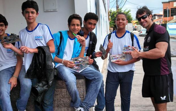 Mesatenistas divulgam esporte nas escolas (Foto: Divulgação/ASTM)