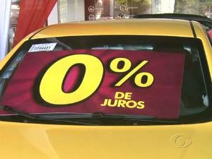 concessionárias de veículos apostam em ofertas e promoções (Foto: Reprodução/ TV Gazeta)