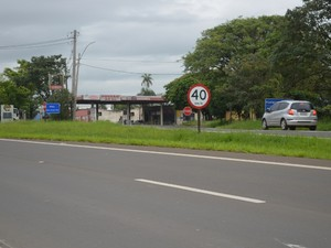 Perseguição pela Rodovia Cornélio Pires terminou após carro entrar na área urbana de Piracicaba (Foto: Luiz Felipe Leite/G1)