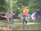 Chuva deixa morador de Sorocaba ilhado e coloca casas em risco