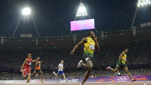 Bolt chegada 200m Jogos de Londres (Foto: Adrian Dennis/AFP)