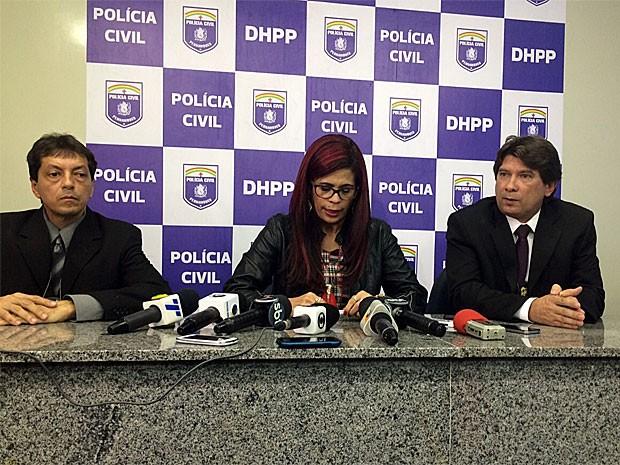 Delegada Gleide Ângelo chorou durante coletiva de imprensa, quando revelou detalhes do caso (Foto: Vitor Tavares / G1)