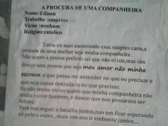 Cartaz foi afixado em ponto de ônibus em Cuiabá (Foto: Arquivo pessoal)